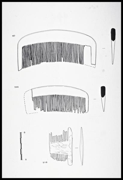 Vue du dessin de trois peignes de bois (fouille M. L'Hour/Drassm, E. Veyrat/Drassm).