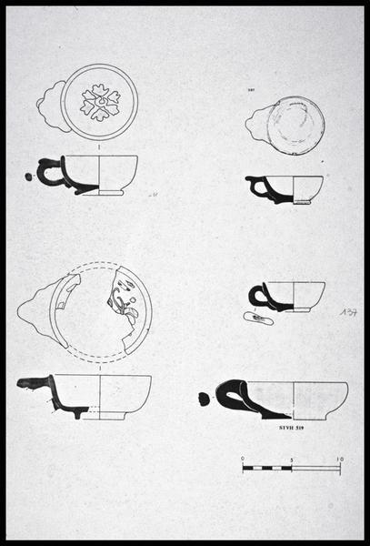 Vue du dessin de cinq tasses à anse polylobée de faïence (fouille M. L'Hour/Drassm, E. Veyrat/Drassm).