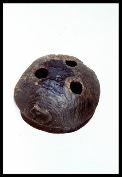 Vue d'un cap de mouton de bois (fouille M. L'Hour/Drassm, E. Veyrat/Drassm).