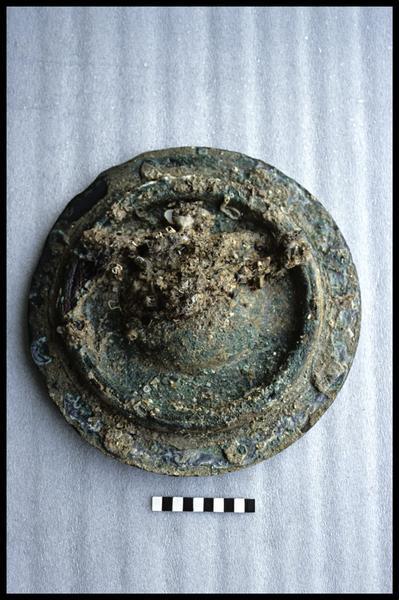 Vue d'un élément (bouchon) métallique (fouille G. Watts).