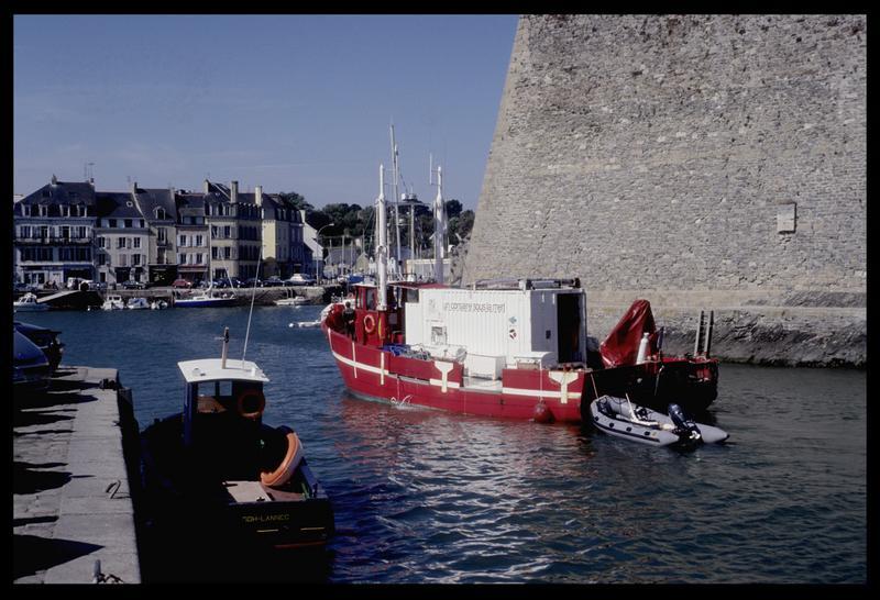 Vue de l'Hermine Bretagne rentrant au port (fouille M. L'Hour/Drassm).