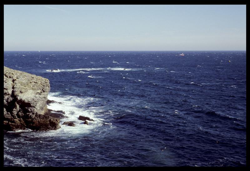Vue de l'Hermine Bretagne depuis la côte de Belle Ile (fouille M. L'Hour/Drassm).