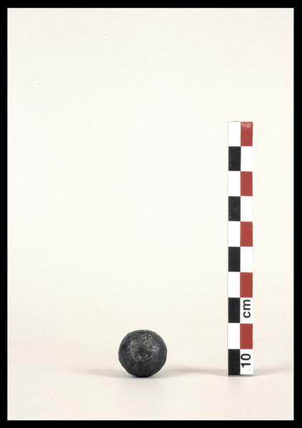 Vue d'un boulet de canon (fouille M. L'Hour/Drassm).