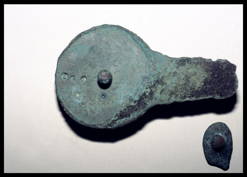 Vue d'une platine de cuivre (fouille M. L'Hour/Drassm).