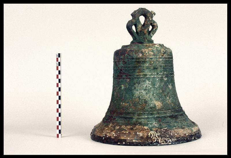 Vue d'une cloche de bronze (fouille M. L'Hour/Drassm).