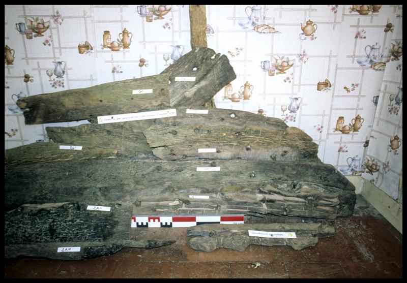 Vue du montage des bois de la carène d'une sapine (fouille CNRAS).
