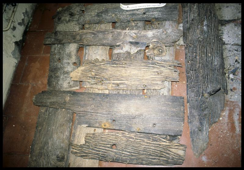 Vue de détail du montage des bois de la carène d'une sapine (fouille CNRAS).