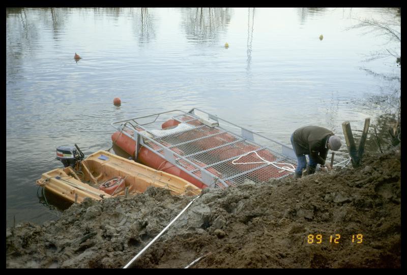 Vue du ponton et du Newmatic à quai (fouille AFAN).