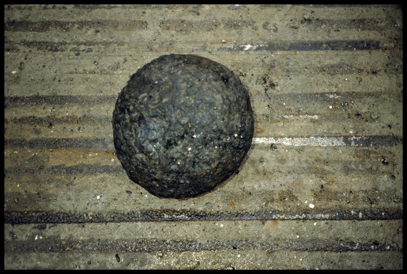 Vue du boulet de pierre (fouille P. Grandjean/Drassm).