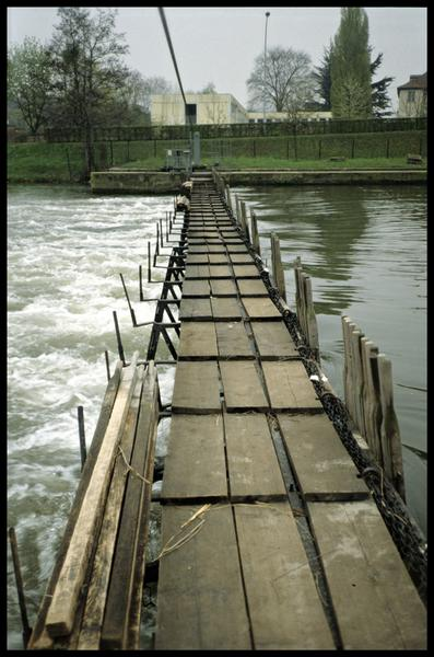 Vue du barrage à aiguilles en activité (fouille P. Grandjean/Drassm).