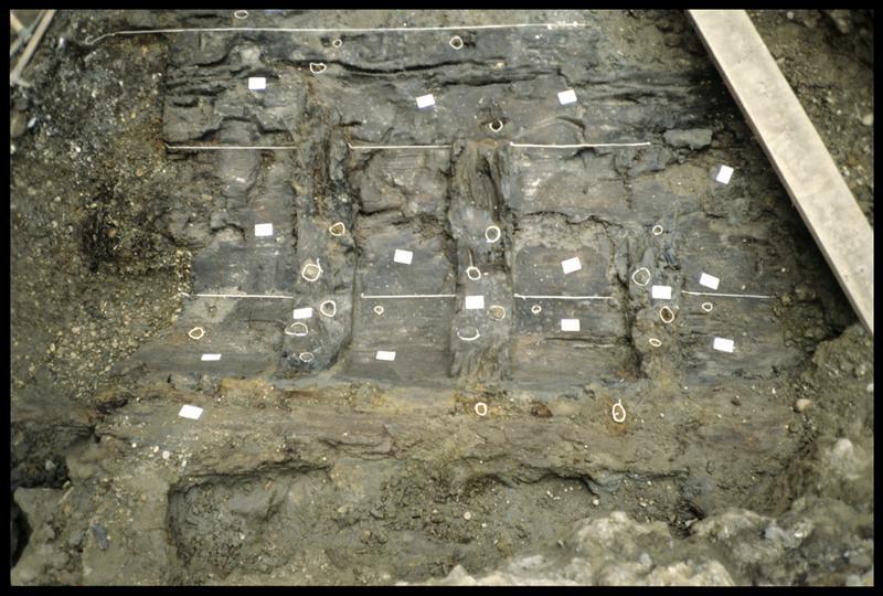 Vue d'un fragment de carène in situ (fouille SRA Lyon).