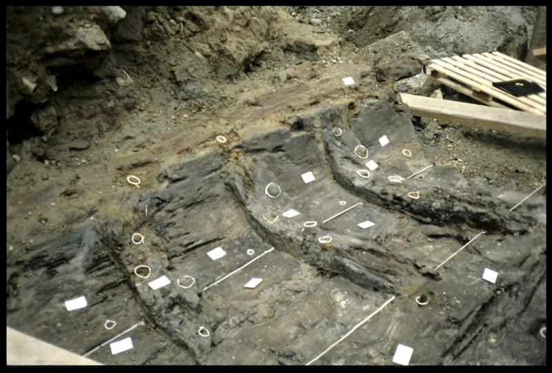 Vue du fragment de carène in situ (fouille SRA Lyon).