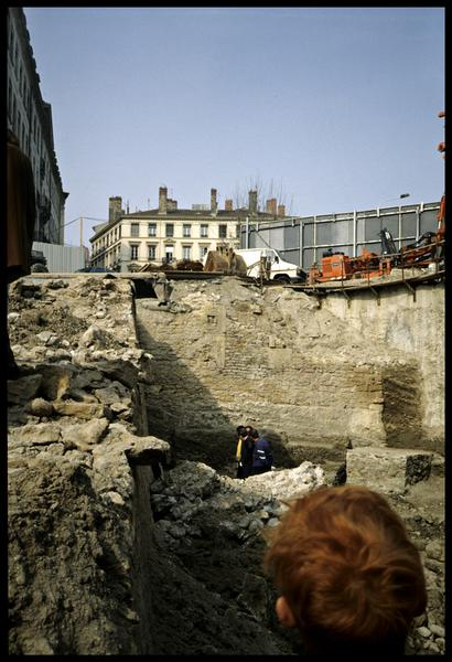 Vue du site depuis le fond (fouille SRA Lyon).