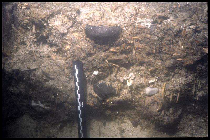 Vue sous-marine du vase 48 in situ (fouille A. Marguet/Drassm).