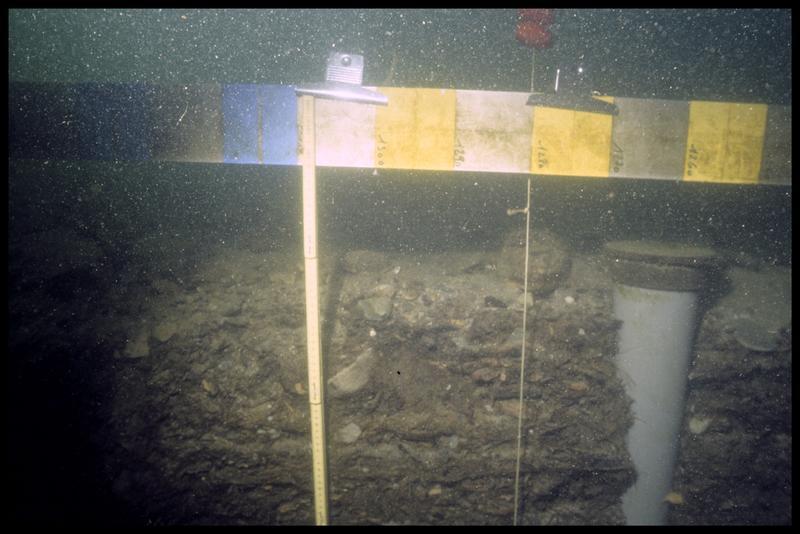 Vue sous-marine de la stratigraphie au point 1112 (fouille A. Marguet/Drassm).