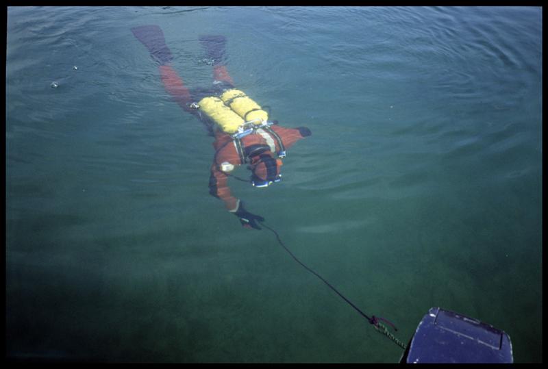 Vue d'un plongeur depuis la surface (fouille A. Marguet/Drassm).