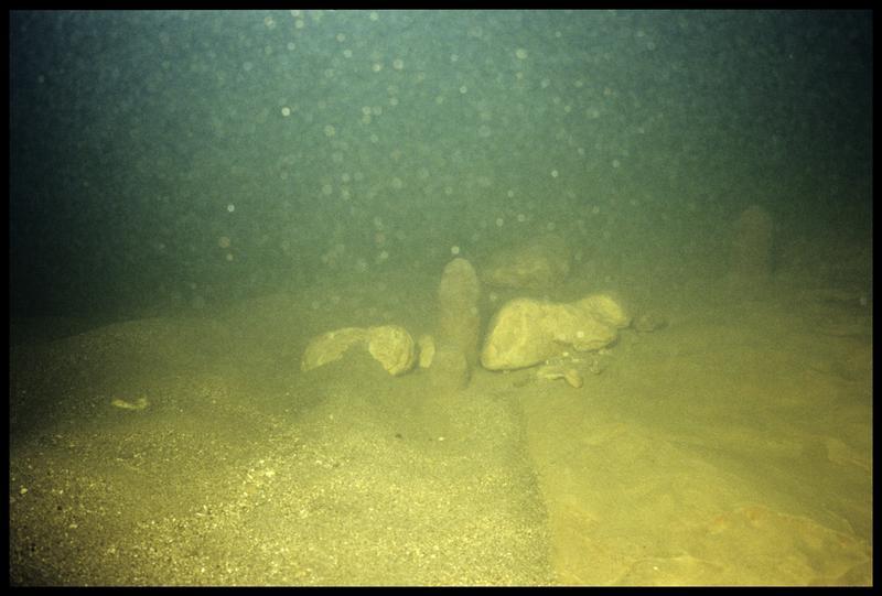 Vue sous-marine de stalagmite (fouille CNRAS).