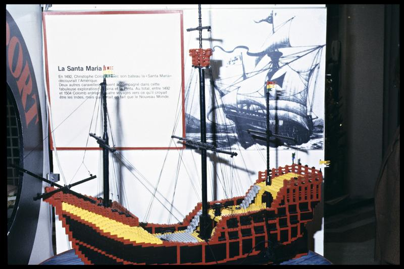 Vue d'une reconstitution du bateau Santa-Maria en Lego.