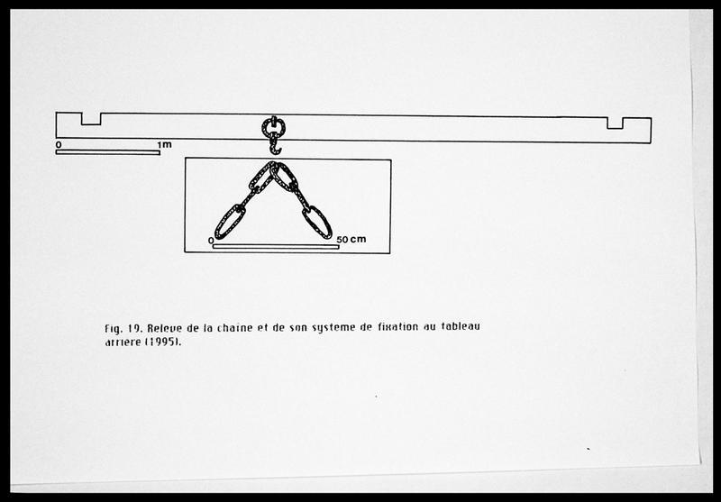 Vue du dessin de la chaine et de son système de fixation sur le tableau arrière (fouille E. Rieth).