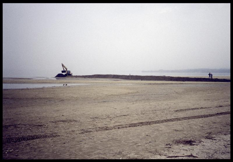 Vue des travaux sur la plage dunaire de Coudrée (fouille A. Marguet/Drassm).