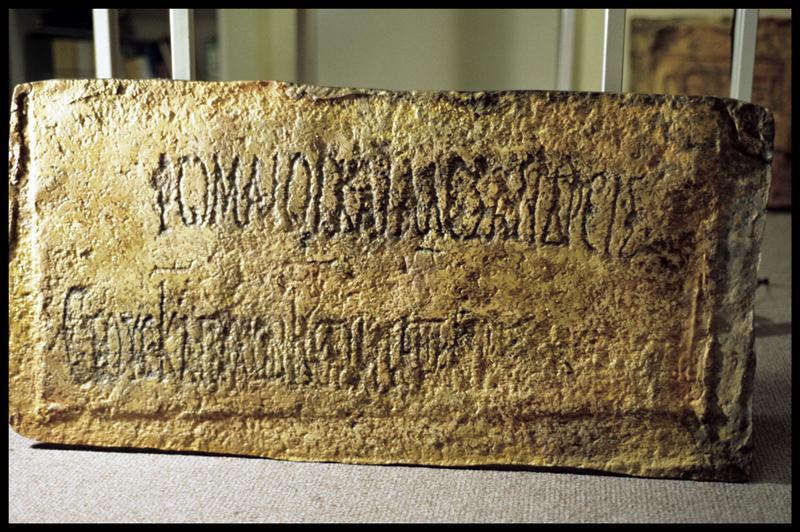 Vue du moulage d'une inscription médiévale (CNRAS).