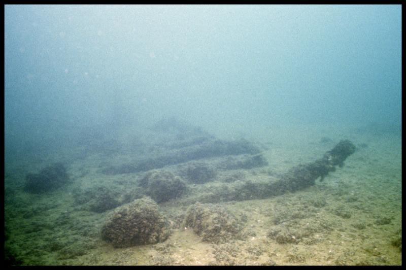 Vue sous-marine de détail de la carène avant la fouille (fouille E. Rieth).