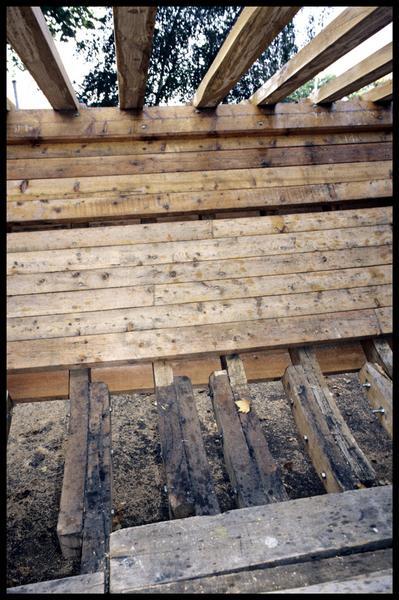 Vue de détail des bordés de la Savoie en cours de construction.