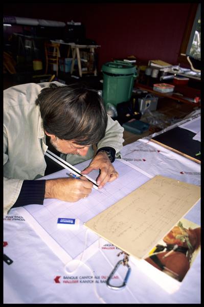 Vue du dessinateur au travail (fouille E. Rieth).