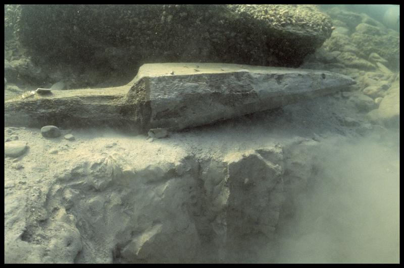 Vue sous-marine du pieu de bois 08 sorti (fouille A. Marguet/Drassm).