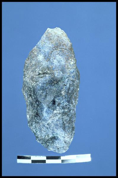 Vue d'une pointe de pierre taillée (fouille C. Dupont).