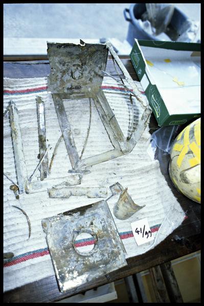 Vue de la lanterne de métal démontée (fouille E. Rieth).