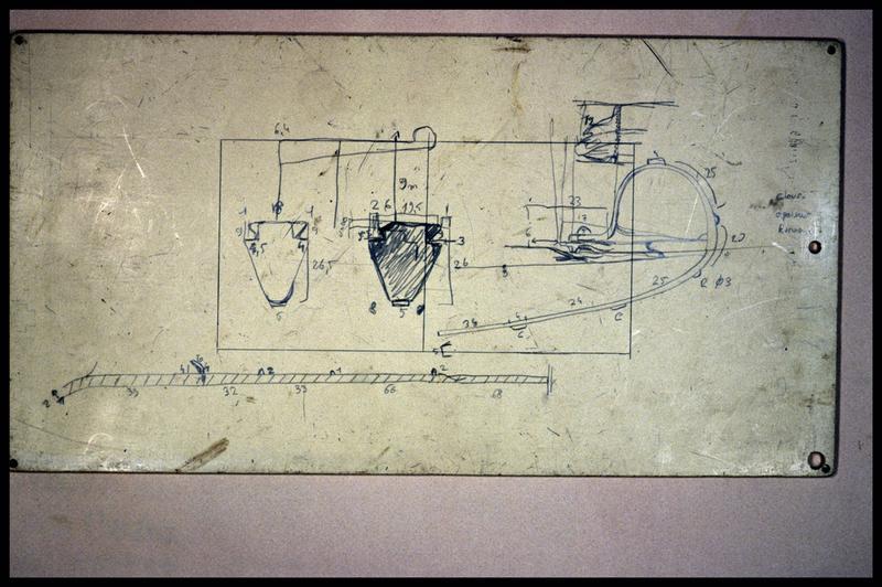 Vue d'une plaquette de relevé de la carène (fouille E. Rieth).