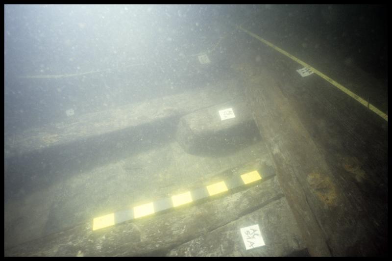 Vue sous-marine de la quille et des allonges 50 et 51 (fouille E. Rieth).