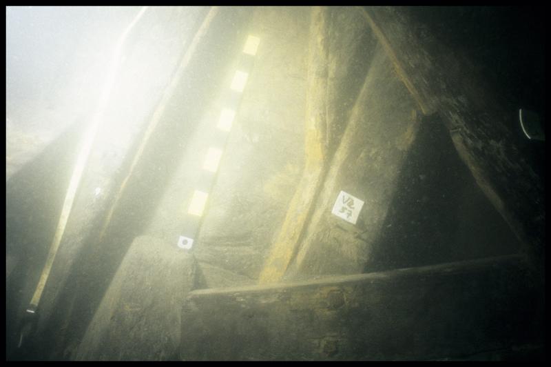 Vue sous-marine de détail de la carène avec la varangue 57 (fouille E. Rieth).