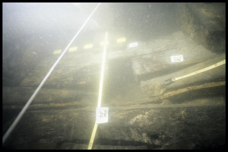 Vue sous-marine de détail de la carène avec la varangue 56 (fouille E. Rieth).
