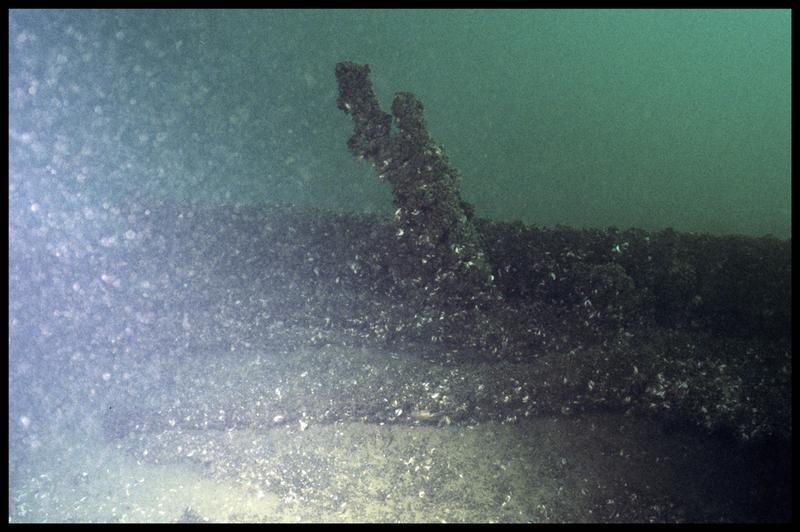 Vue sous-marine de la carène avant fouille (fouille E. Rieth).