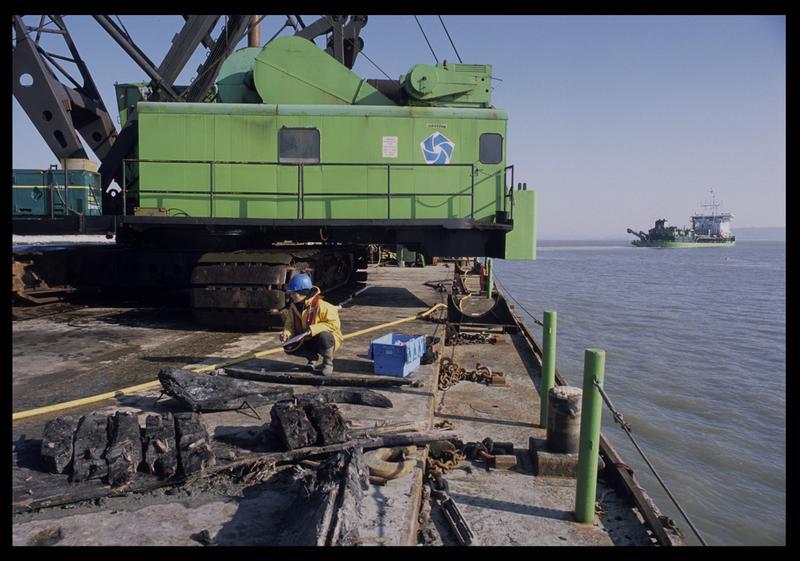 Vue des éléments de la carène sur le ponton (fouille M. L'Hour/Drassm).