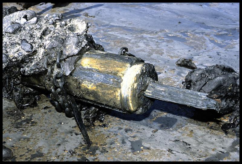 Vue de détail du tambour de l'appareil de gouverne en métal (fouille M. L'Hour/Drassm).
