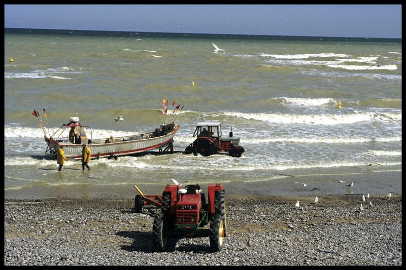 Vue de la mise à l'eau du bateau de fouille (fouille M-P. Jézégou/Drassm).