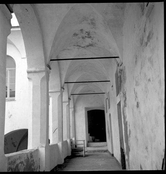 Vue de la galerie de la Vieille Charité en cours de rénovation.