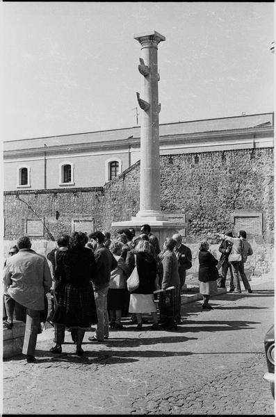 Vue de la visite du port antique lors de l'hommage à Nino Lamboglia.