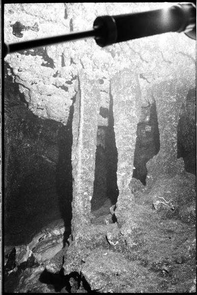 Vue sous-marine des stalagmites de la grotte (fouille J. Courtin).