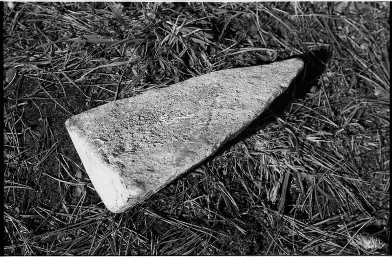 Vue d'un lingot de métal (fouille M. L'Hour/Drassm).