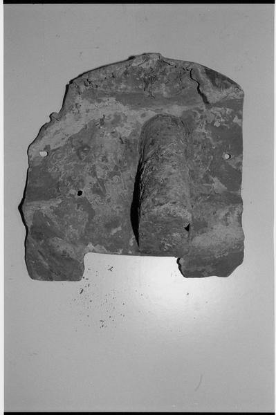 Vue d'un élément de plomb (fouille M. L'Hour/Drassm).