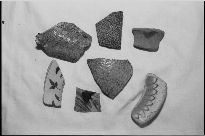 Vue d'un lot de fragments de céramiques diverses (fouille M. L'Hour/Drassm).