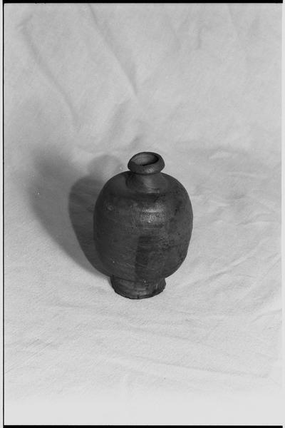 Vue d'un pot de grès (fouille M. L'Hour/Drassm).
