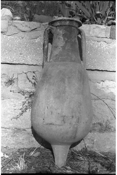 Vue d'une amphore Pompéi 7 (fouille R. Lequément).