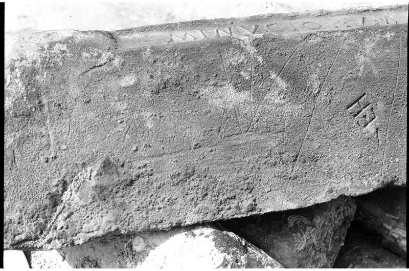 Vue de détail d'un lingot de plomb estampillé (fouille R. Lequément).
