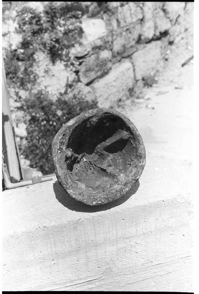 Vue de l'intérieur d'un plomb de sonde (fouille R. Lequément).
