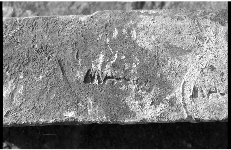 Vue de détail de l'estampille d'un lingot de plomb (fouille H. Bernard/Drassm).